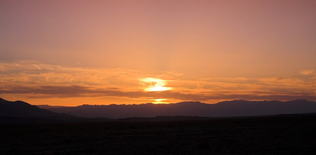 Sunset_over_Panamint_Range_Death_Valley_1024x503